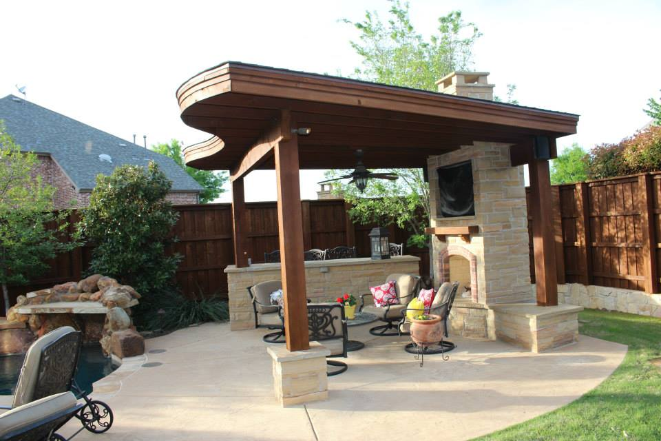 Backyard entertaining with an outdoor fireplace for Backyard design ideas for entertaining